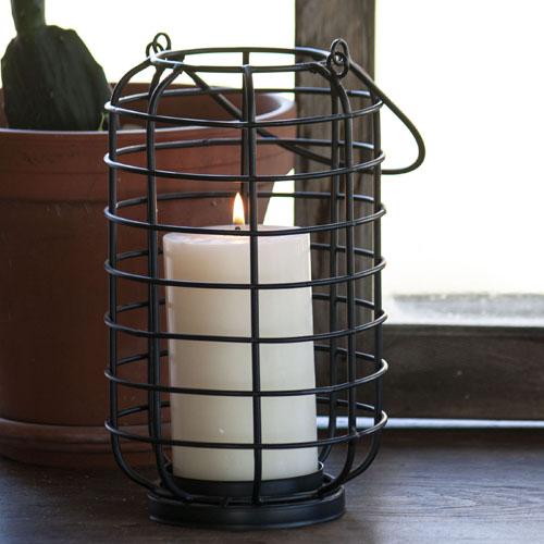 black-metal-candel-holder